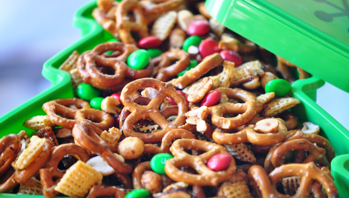 Christmas Snack Mix Recipe - Snack Mix Recipes for Homemade Gifts